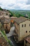 Hohe Winkelsicht von Montepulciano-Stadtbild Stockfotos