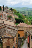 Hohe Winkelsicht von Montepulciano-Stadtbild Lizenzfreie Stockfotos