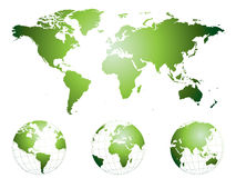 In hohem Grade ausführliche Hand gezeichnete Weltkarte und -kugeln Lizenzfreie Stockfotografie