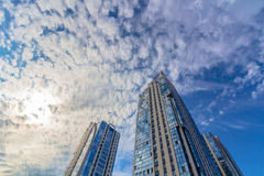 hohen Wohngebäuden (Türme) oben betrachten Lizenzfreie Stockbilder
