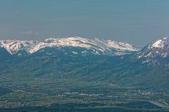 Hohenems/Altach, Rhine dolina, Austria - wschód słońca nad Rhine doliną z śnieżnymi szczytami Apenzell Alps w Szwajcaria obraz stock