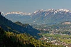 Hohenems/Altach, Rhine dolina - wschód słońca nad Rhine doliną z śnieżnymi szczytami Apenzell Alps w Szwajcaria obraz royalty free