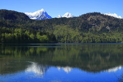 Hohenschwangau et lac Alpsee Photos stock