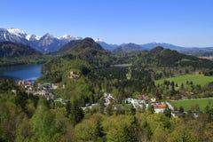 Hohenschwangau och Alpsee sjö Arkivbilder