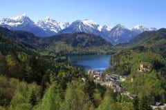 Hohenschwangau och Alpsee sjö Royaltyfria Foton
