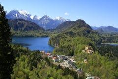 Hohenschwangau och Alpsee sjö Arkivfoto