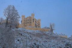 Hohenschwangau-Schloss in den bayerischen Alpen in der Winterzeit deutschland Lizenzfreie Stockfotos