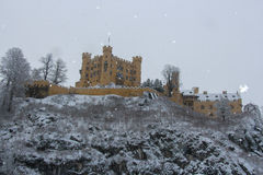Hohenschwangau slott i bayerska fjällängar i vintertid germany Royaltyfria Foton