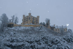 Hohenschwangau slott i bayerska fjällängar i vintertid germany Royaltyfri Bild