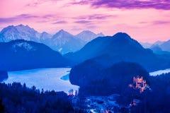 Hohenschwangaukasteel bij nacht in de Beierse Alpen van Duitsland Stock Foto