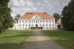 Hohenzieritz slott nära Neustrelitz, Tyskland royaltyfria foton