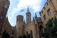 Hohenzollern Tyskland Juli 21st 2016 - Hohenzollern slott på en solig dag i Tyskland Royaltyfri Fotografi