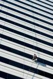 Hoher Aufstiegs-Fensterputzer Stockbild