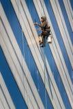 Hoher Aufstiegs-Fensterputzer Lizenzfreie Stockfotografie