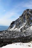 Hoher Berg und Schnee Stockbild