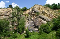Hoher Felsen von natürlichem Reservierung Prokopske-udoli, Prag Stockfotos
