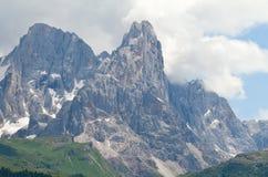 Hoher Gebirgslandschaft in den Dolomit Stockfotos