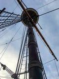 Hoher hölzerner Schiffs-Mast Stockbilder