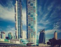 Hoher Luxusgebäudewolkenkratzer, Fassade mit Balkon Stockfoto