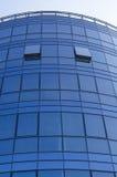 Hoher moderner Wolkenkratzer Stockfotos