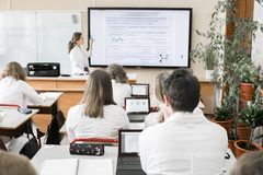 Hoher Schüler im Klassenzimmer Lizenzfreie Stockfotografie