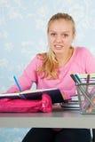 Hoher Schüler mit Hausarbeit Lizenzfreies Stockfoto