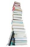 Hoher Stapel der Bücher und des Ebuch Lesers Stockfotografie