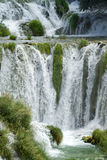 Hoher Wasserfall Stockbild