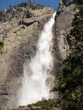 Hoher Wasserfall Lizenzfreie Stockfotos
