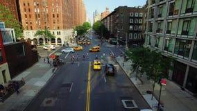 Hoher Winkel-Einspieler der 10. Allee in Manhattan stock footage