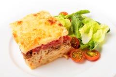 Hoher Winkel Pastitsio-Mahlzeit Stockbild
