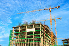 Hohes Anstieg-Gebäude im Bau lizenzfreies stockfoto