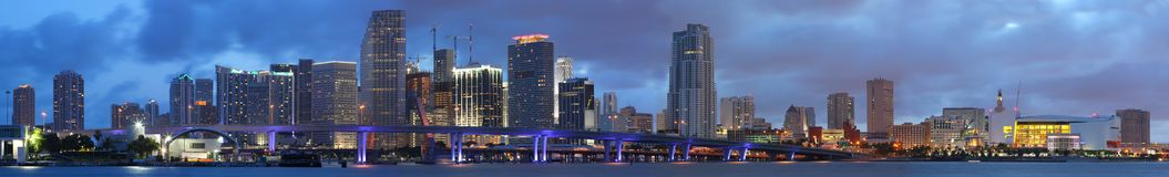 Hohes Auflösung-Panorama, im Stadtzentrum gelegenes Miami Florida Lizenzfreies Stockfoto