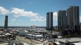 Hohes Aufstiegs-Gebäude, Broadwater-Ansicht von Southport-Mall Queenslan, Gold Coast Southport, das in Richtung des broadwater bl stock footage