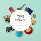 Hohes Design des Sommerferien-Hintergrundspotts Gegenstände bezogen sich auf Reise und Tourismus um leeres Papier Ansicht von obe