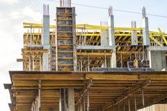 Hohes Gebäude im Bau Stockbilder