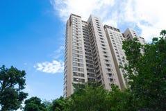 Hohes Gebäude von Wohnungen Lizenzfreies Stockfoto