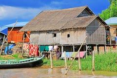 Hohes Haus-Dorf Nyaungshwe, Myanmar Lizenzfreies Stockfoto