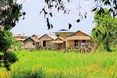 Hohes Haus-Dorf Nyaungshwe, Myanmar Lizenzfreie Stockfotografie