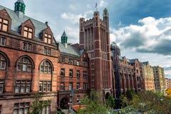 Hohes historisches Hochschulgebäude in New York, USA stockfotos
