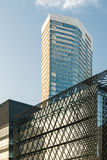 Hohes Wohngebäude und blauer Himmel Lizenzfreies Stockbild