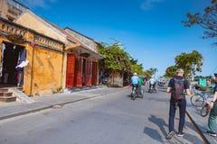 HOI, ΒΙΕΤΝΆΜ - 15 ΜΑΡΤΊΟΥ 2017: Παλαιά πόλη Hoian ταξιδιού ομάδας ανθρώπων, αρχαίο σπίτι, κληρονομιά χωρών Στοκ Εικόνες