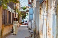 HOI, ΒΙΕΤΝΆΜ - 15 ΜΑΡΤΊΟΥ 2017: Όμορφη γυναίκα με το παραδοσιακό, εκλεκτής ποιότητας ύφος πολιτισμού του Βιετνάμ, Hoi ένα Βιετνάμ στοκ φωτογραφία με δικαίωμα ελεύθερης χρήσης