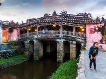 Hoi, Βιετνάμ - 8 Νοεμβρίου 2015: Ιαπωνική καλυμμένη γέφυρα στο φως βραδιού στοκ φωτογραφία