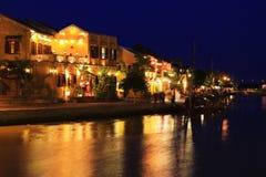 Hoi μια αρχαία πόλης όχθη ποταμού τη νύχτα, παγκόσμια κληρονομιά της ΟΥΝΕΣΚΟ του Βιετνάμ Στοκ Εικόνες