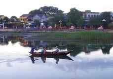 Hoi старые таунхаусы и река в Вьетнаме стоковые изображения