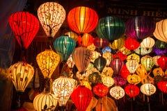 Hoi An - de stad van Chinese lantaarns Winkel met lantaarns Stock Afbeeldingen
