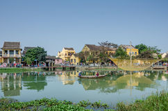 Hoi An em Vietname é um cargo de troca antigo de Thu Bon River Fotografia de Stock Royalty Free