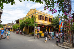 Hoi An forntida stad under blå himmel Royaltyfri Foto
