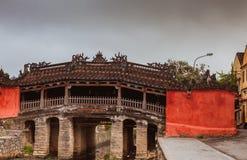 HOI, VIETNAM - 19 DE MARZO DE 2017: Las materias de la cerámica son secadas al sol en Thanh Ha Pottery Village Foto de archivo